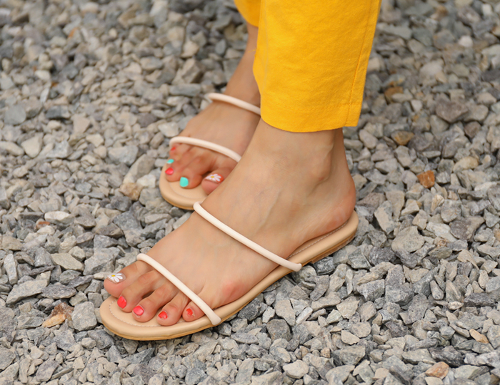 <b>柔丝双线凉鞋(1cm)</b>